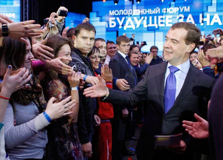 Dmitrij Medwedew: Der amtierende Staatschef macht den Platz frei für Ex-Staatschef Putin