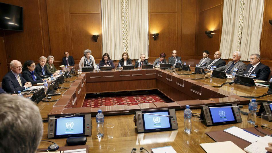 Vertreter der syrischen Opposition und Uno-Vermittler in Genf: Immerhin wird geredet