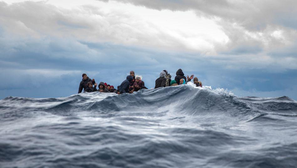 Flüchtlinge vor der libyschen Küste: Das Mittelmeer könnte erneut zum Massengrab werden