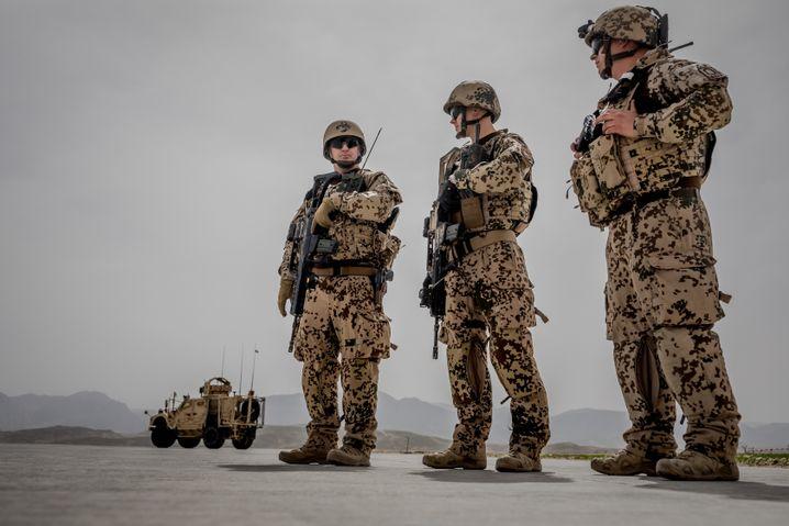 Deutsche Soldaten im Camp Marmal in der nordafghanischen Stadt Masar-e-Sharif (Archivbild)