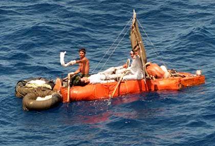 Kubanische Flüchtlinge auf einem Floß: Darf man Salzwasser trinken?