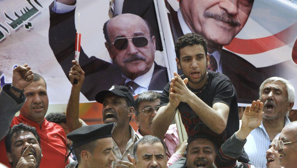 Suleiman-Unterstützer vor einem Plakat des Mubarak-Vertrauten: Bedingungen nicht erfüllt