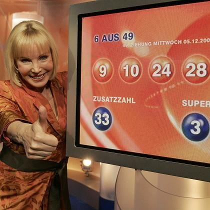 Lottofee Heike Maurer mit den Gewinnzahlen: Der Rekord-Jackpot ist geknackt