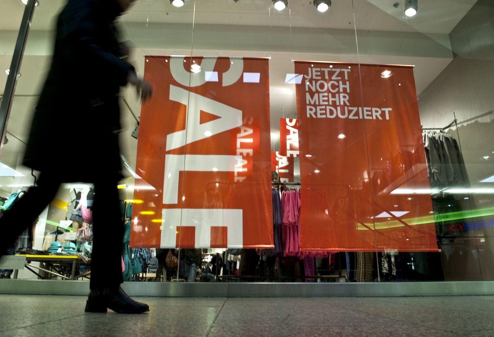 """NICHT VERWENDEN Einzelhandel nennt Schlussverkaufsgeschaeft """"zufriedenstellend"""""""