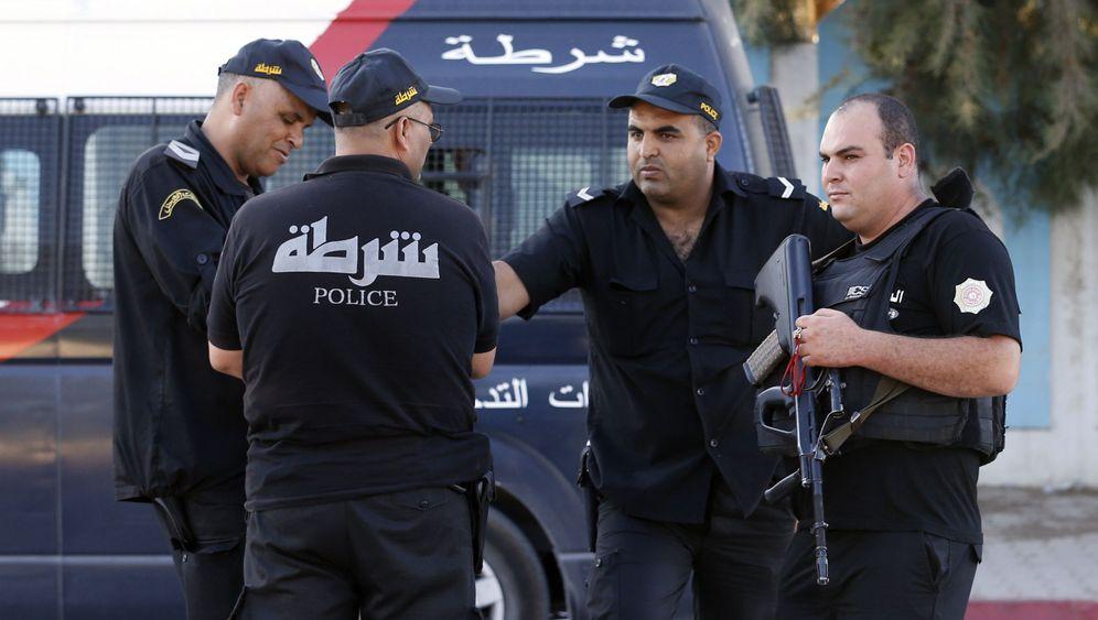 Nach Anschlag von Sousse: Schwerbewaffnet am Strand