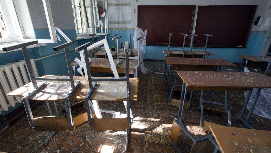 Zerstörtes Klassenzimmer in Donezk: Humanitäre Situation verheerend