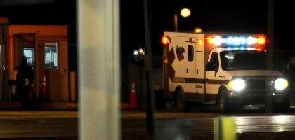Krankenwagen vor dem Airport Denver: Passagiermaschine fing Feuer