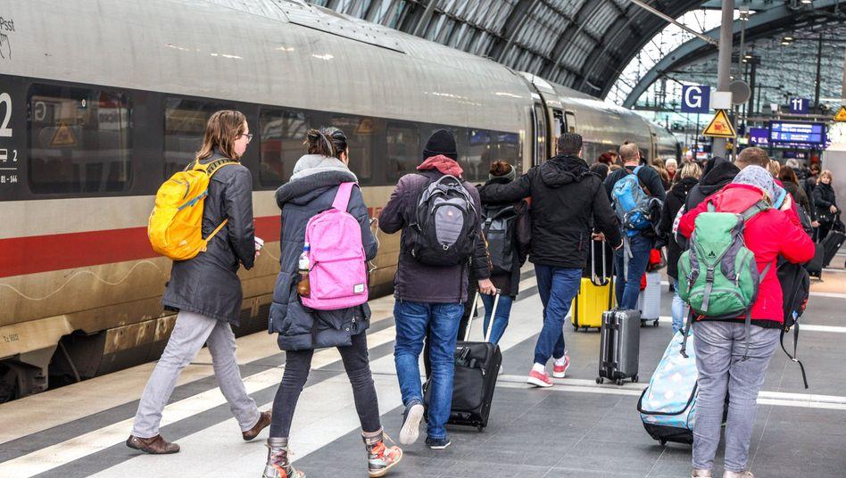 ICE am Berliner Hauptbahnhof: