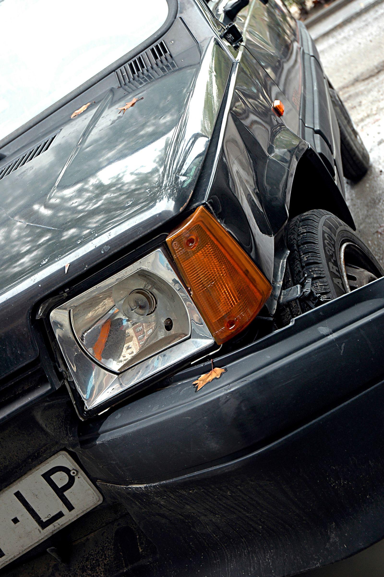 Symboldbild Autounfall / Verkehrunfall / Fahrerflucht / Lackkratzer / Stoßstange