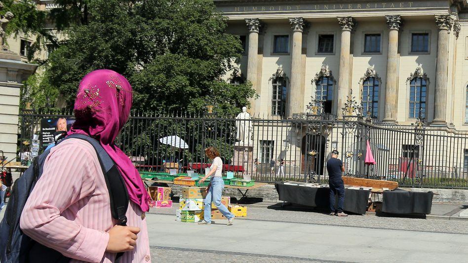 Frau mit Kopftuch in Berlin (Symbolbild)