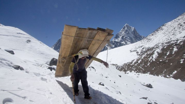 Lastenträger in Nepal: Schleppen auf dem Dach der Welt