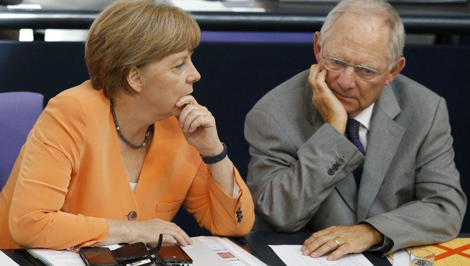 """Kanzlerin Merkel, Finanzminister Schäuble: """"Politisch atemberaubend"""""""