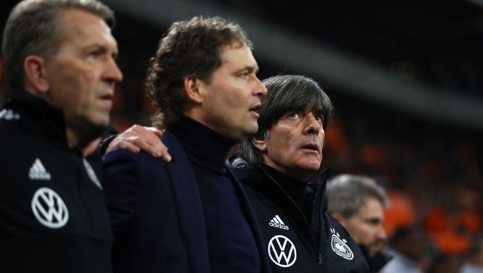 Bundestrainer Joachim Löw (r.)