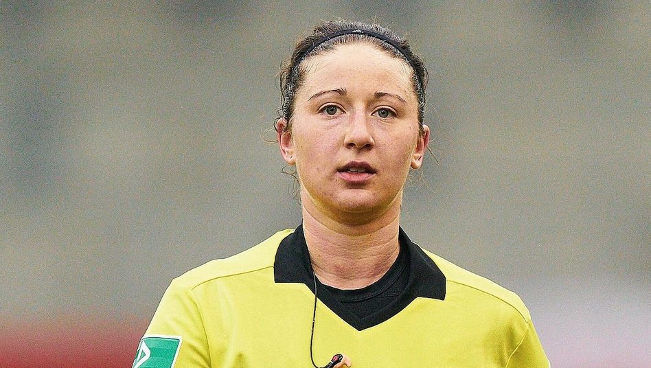 Fifa-Referee Wildfeuer: »Bei Frauen kommuniziere ich mehr über Mimik und Gestik«
