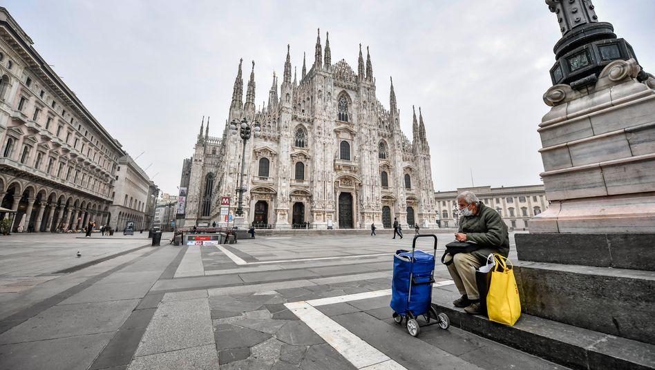 Fast menschenleerer Platz vor dem Mailänder Dom: In vielen europäischen Ländern gelten strenge Maßnahmen, dennoch steigen die Fallzahlen