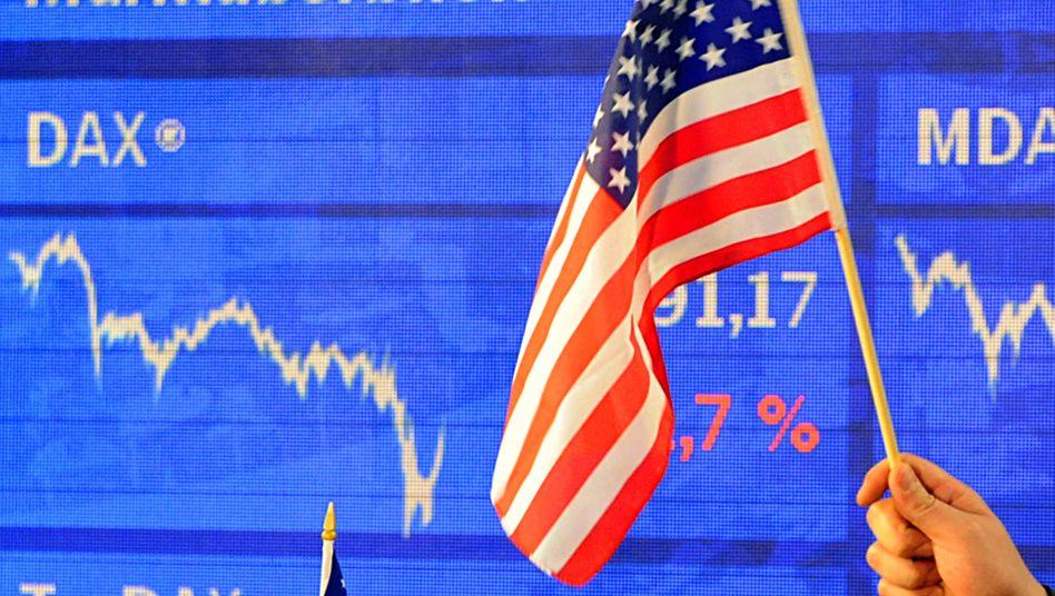 US-Flagge im Handelssaal der Frankfurter Börse (Archivfoto).