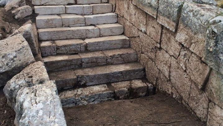 Peloponnes: Ein Altar für den Göttervater