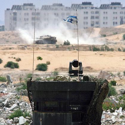"""Israelischer Panzer vor dem Gaza-Streifen: """"Die Leute hoffen, dass das nun aufhören wird"""""""