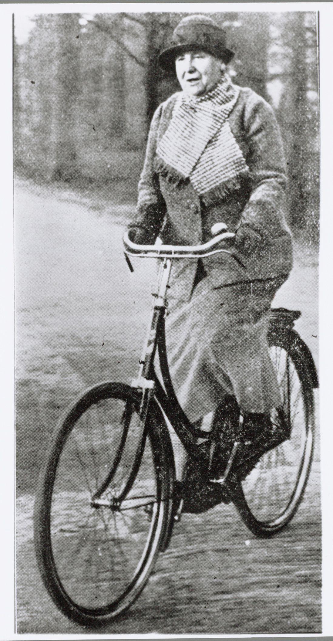 EINMALIGE VERWENDUNG Königin Wilhelmina / Fahrrad