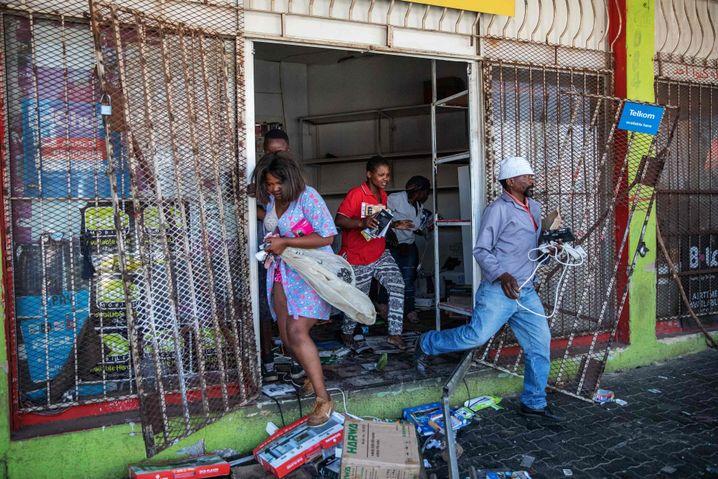 """Plünderer in Johannesburg, Anfang September: """"Wettstreit um knappe Ressourcen"""""""