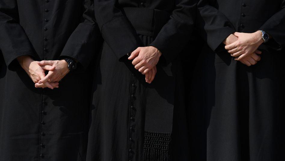 Katholische Geistliche (Symbolfoto)