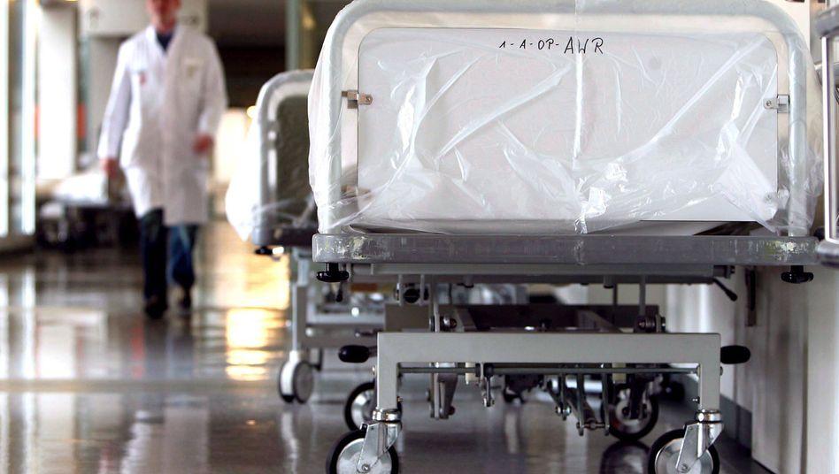 Arzt im Krankenhaus: Welche Behandlung hilft wirklich?