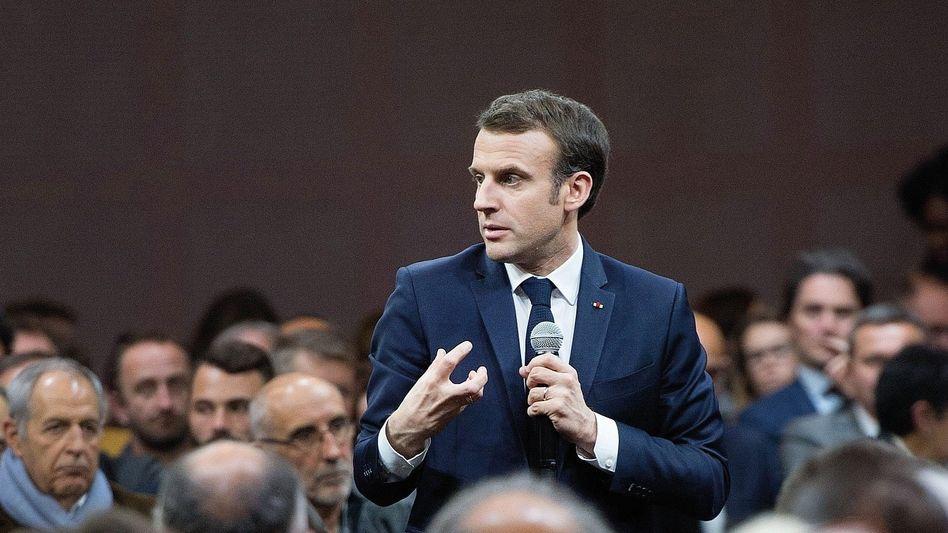 Debattierer Macron in Gréoux-les-Bains: Keine Augenringe, keine Falten, nicht mal ein Pickel