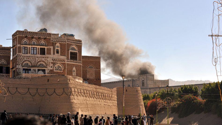 Verteidigungsministerium am 5. Dezember: Dutzende Tote bei Anschlag