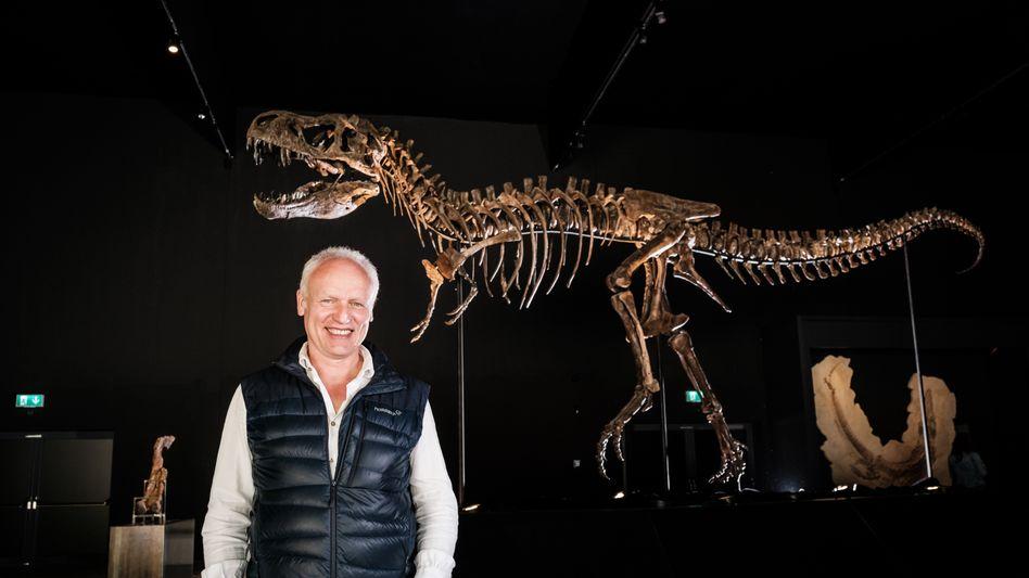 Michael Völker mit T. rex »Rocky«: »Er steht da wie ein Spitzensportler«