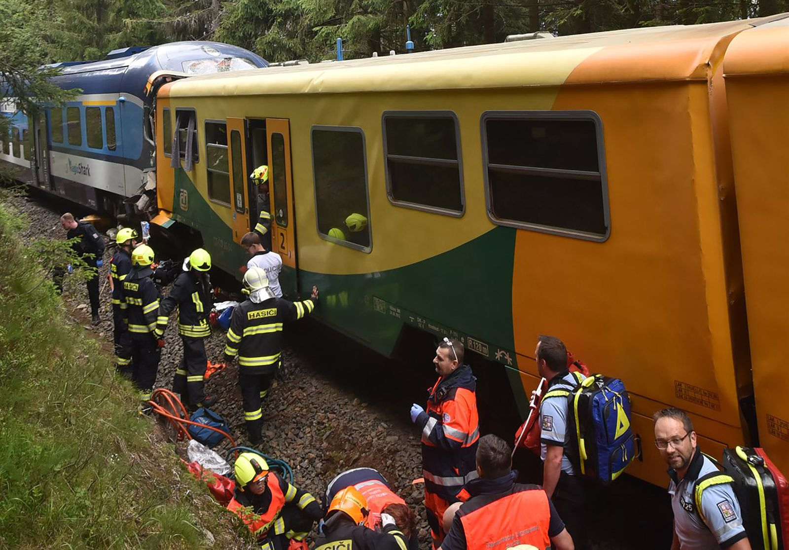 CZECH-ACCIDENT-TRAIN