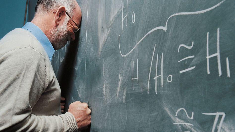 Viele Lehrer klagen über den Druck an der Schule (Symbolbild)