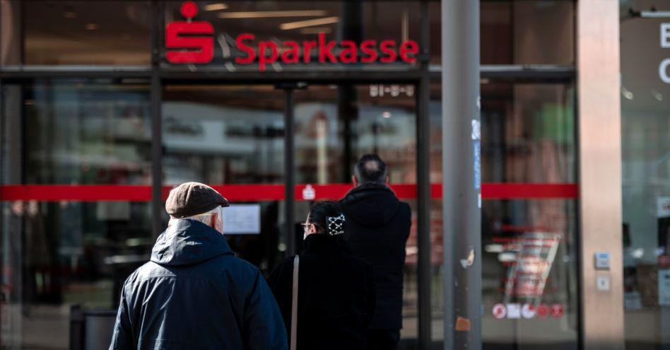 Sparkassenfiliale: Negativzinsen für Girokonten sind unter Umständen zulässig