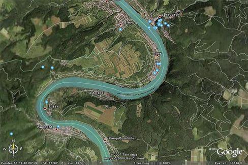 Rhein bei Spay: Tanker hängt auf Kiesbank fest