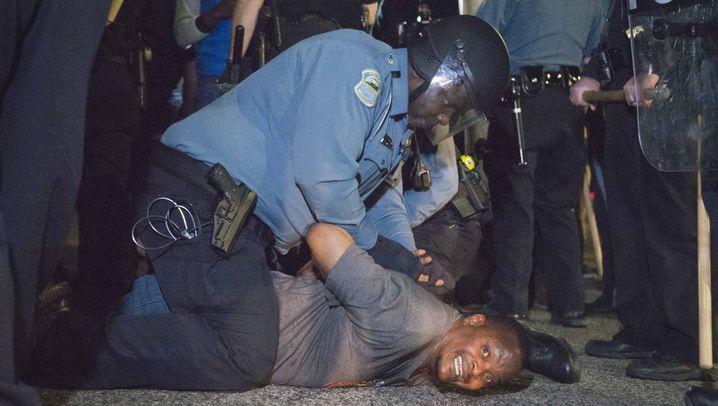 Ferguson: Schüsse, Krawalle, Festnahmen
