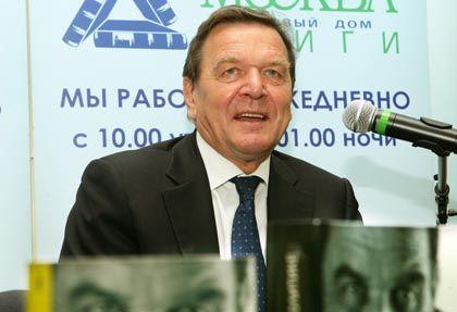 """Gerhard Schröder bei seiner Buchpräsentation: """"Es gibt Fragen, die stellt man nicht"""""""
