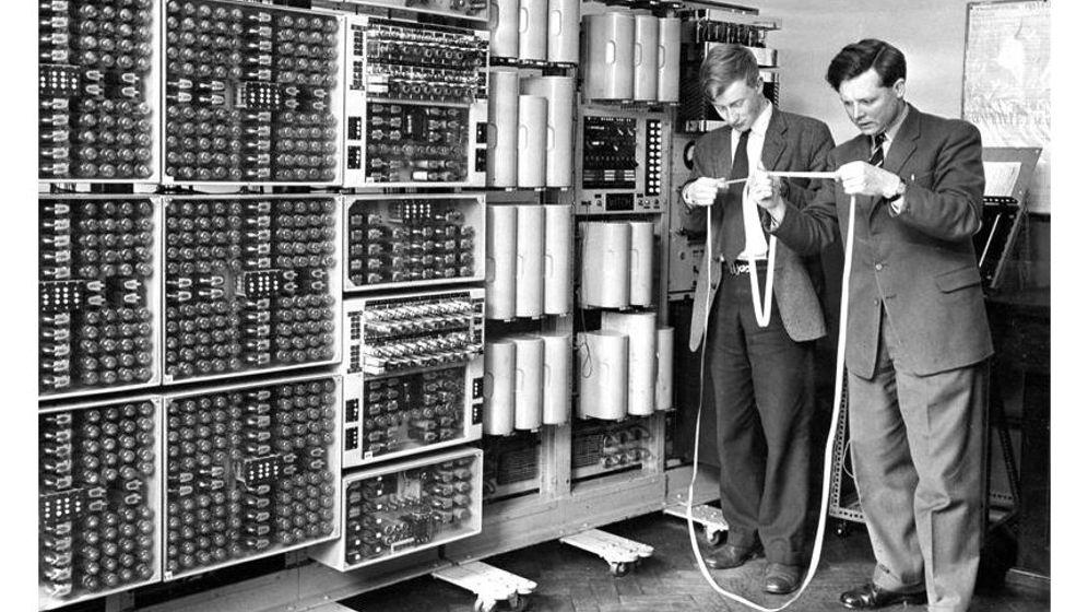 """Neustart der """"Hexe"""": Historischer Digitalcomputer läuft wieder"""