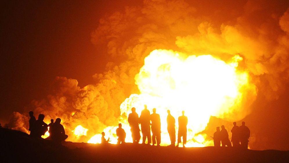 Kabul: Tanklaster in Flammen