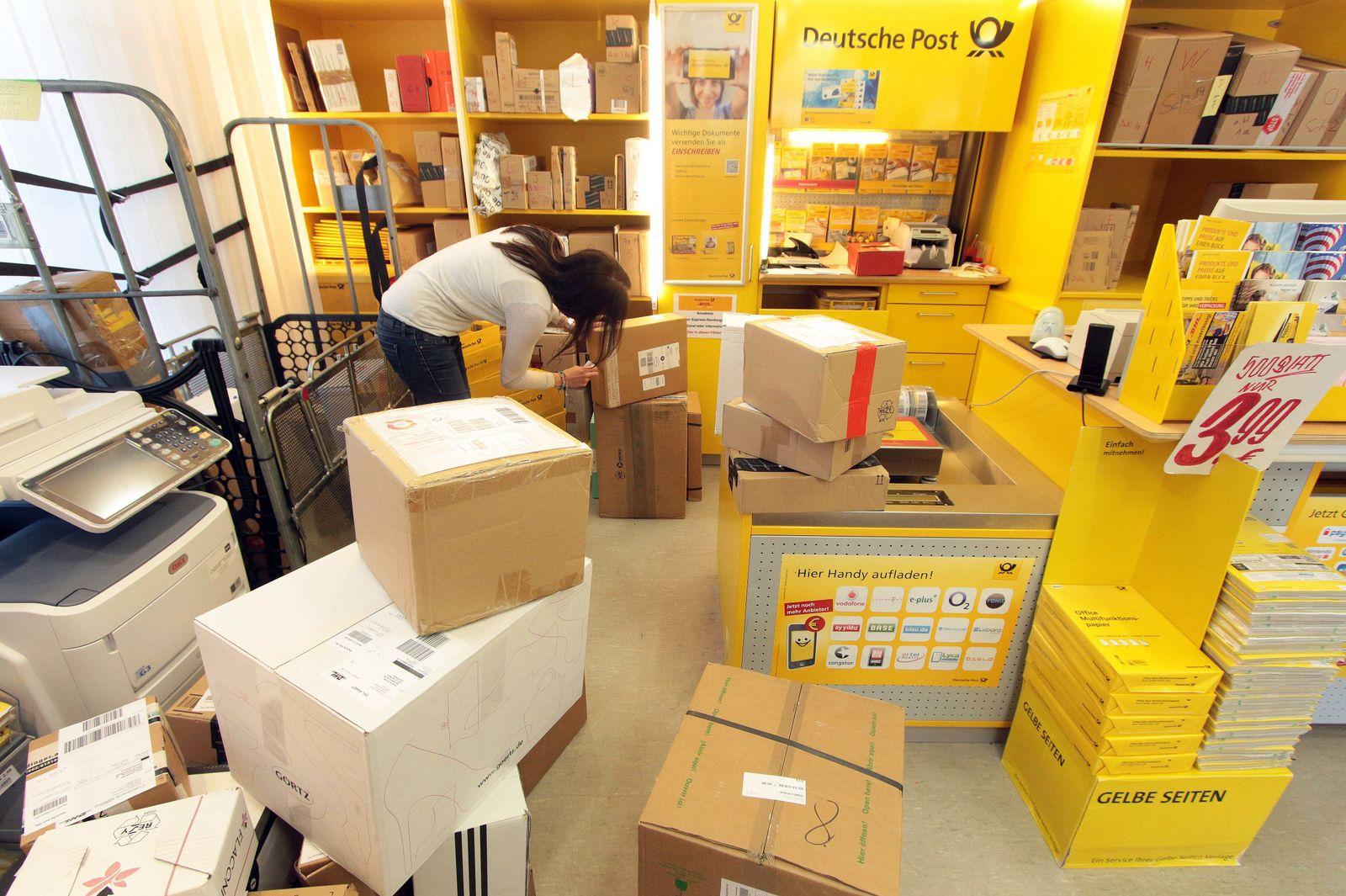 EINMALIGE VERWENDUNG Paketflut / Pakete / Päckchen / Paketzustellung