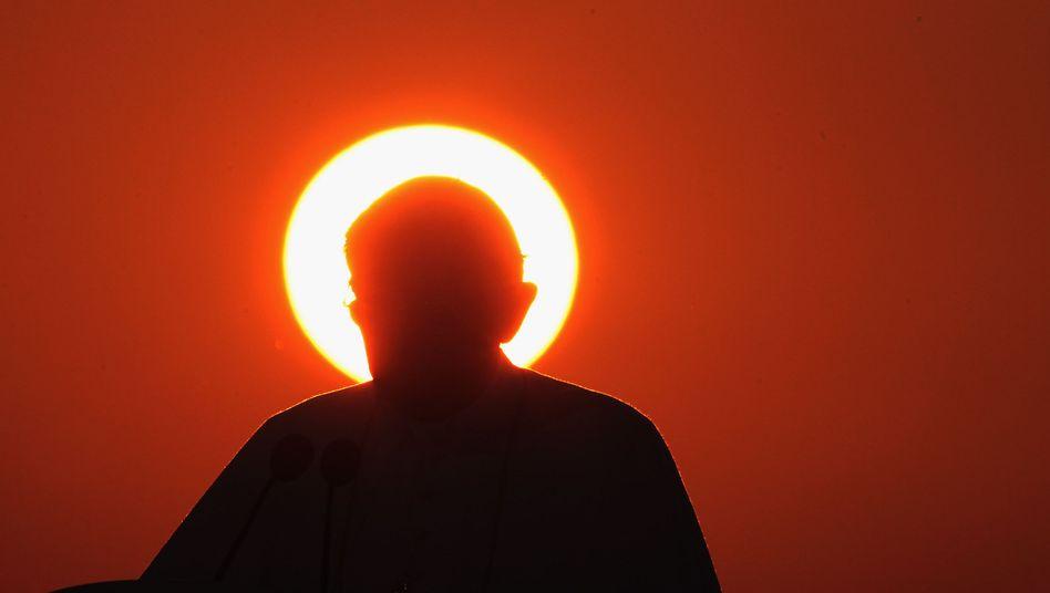 Papst Benedikt XVI. (Archivbild von 2011): Katholiken trauern, Twitterer ätzen