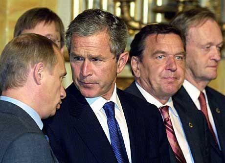 Putin, Bush, Schröder, Chretien: Einsamkeit umfängt den Kanzler