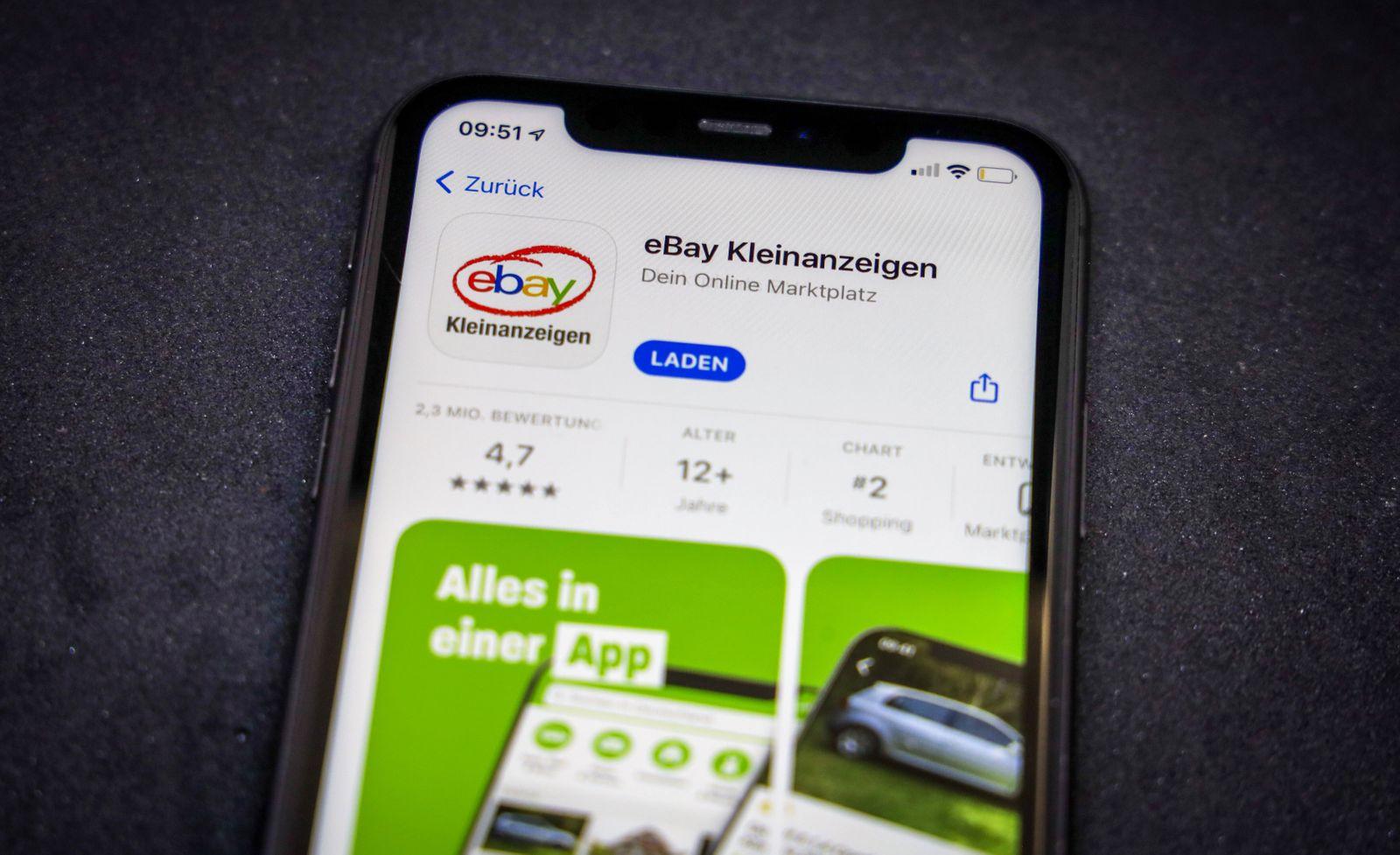 02.03.2021: Apple App Store auf einem iPhone. Apps-Charts. ebay Kleinanzeigen *** 02 03 2021 Apple App Store on an iPho