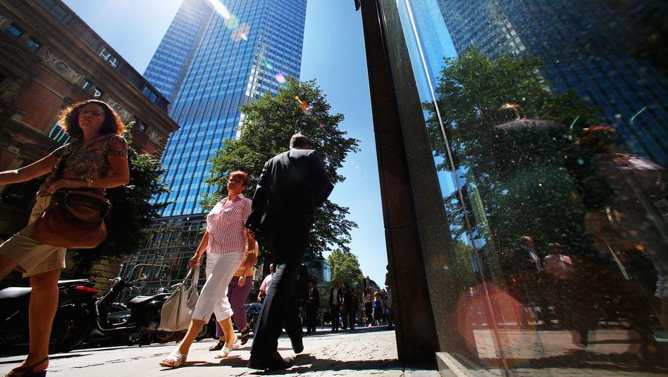 EZB-Turm in Frankfurt: Sorge ums Wachstum in Südeuropa