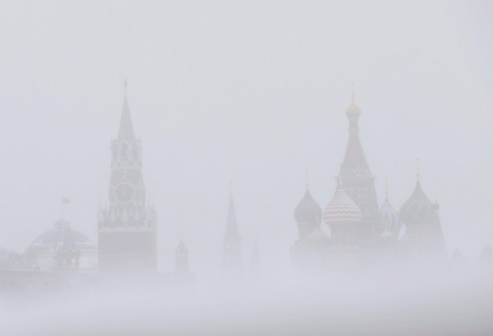 Moskau/ Kreml/ Schneefall