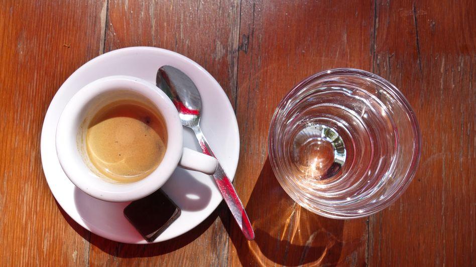 Energie aus der Tasse: Koffein verstärkt die Wirkung des Stresshormons Adrenalin