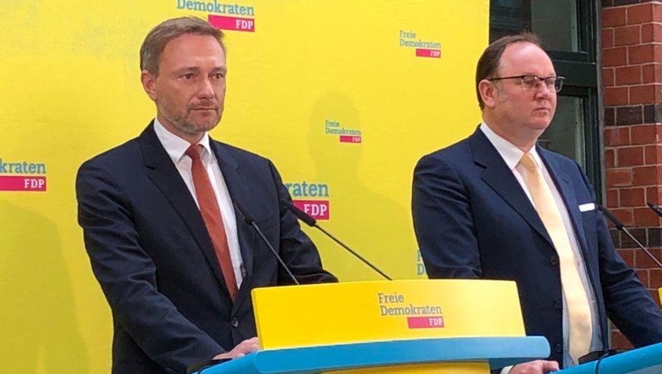 FDP-Politiker Christian Lindner mit Neumitglied Harald Christ im März 2020 in der FDP-Zentrale: Fast 30 Jahre in der SPD gewesen