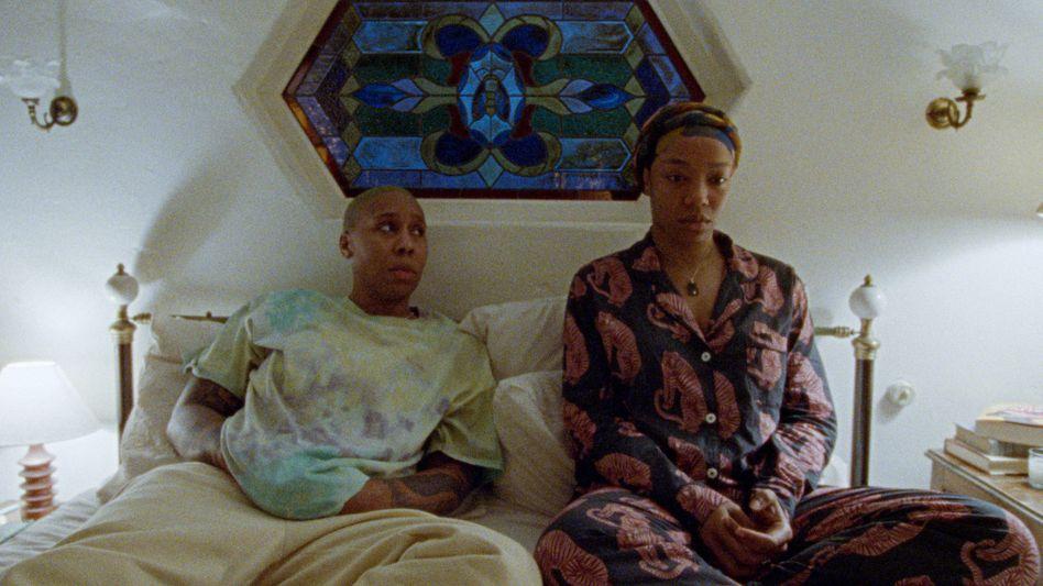Denise (Lena Waithe) und Ehefrau Alicia (Naomi Ackie) sind die Hauptfiguren der dritten Staffel von »Master of None«