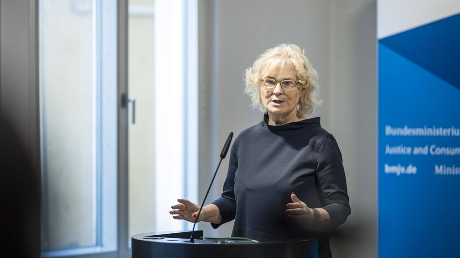 Christine Lambrecht: »Widerwärtige Anleitungen«