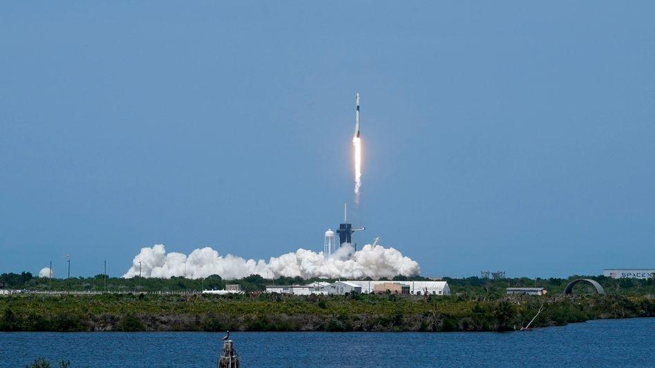 Start von SpaceX-Rakete am Weltraumbahnhof Cape Canaveral in Florida