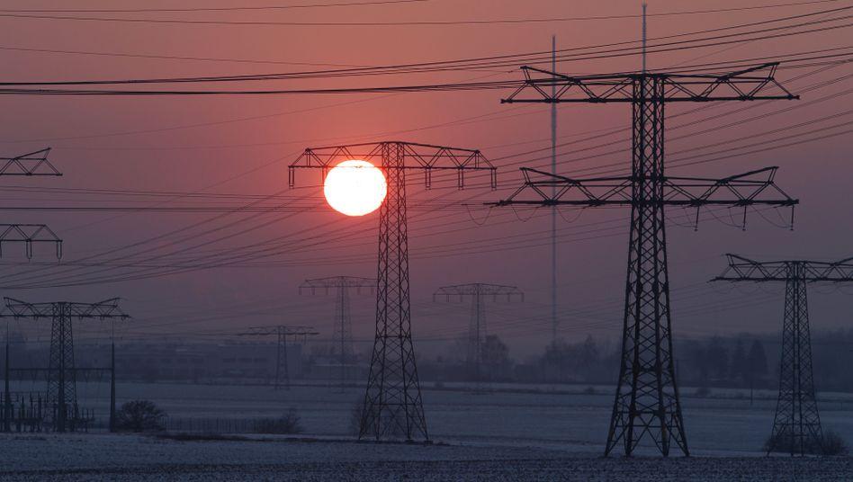 Hochspannungsleitung: Strom ist derzeit gefragt - unter anderem zum Heizen