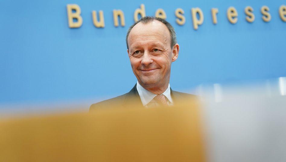 Friedrich Merz am Dienstag in der Bundespressekonferenz, wo kurz zuvor Laschet seine Kandidatur und Spahn seinen Verzicht erklärte